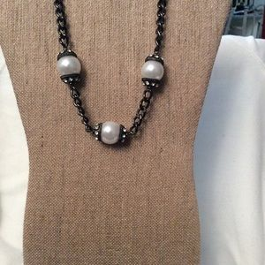 Chain Necklace with Large Pearls